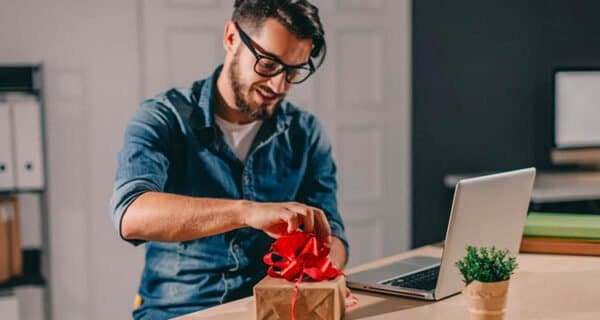 neutral gift ideas for coworkers