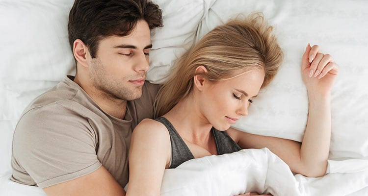 Co-sleeping: the pros and cons