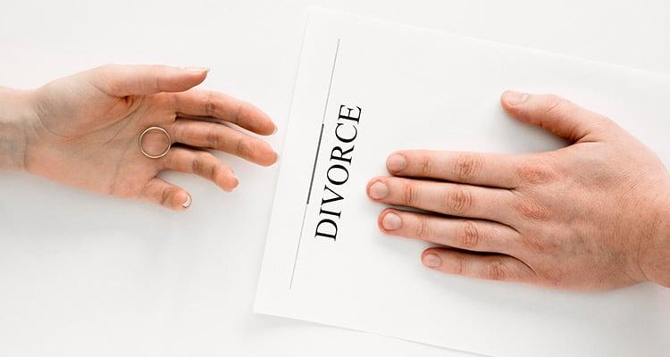 Couple divorcing agreement