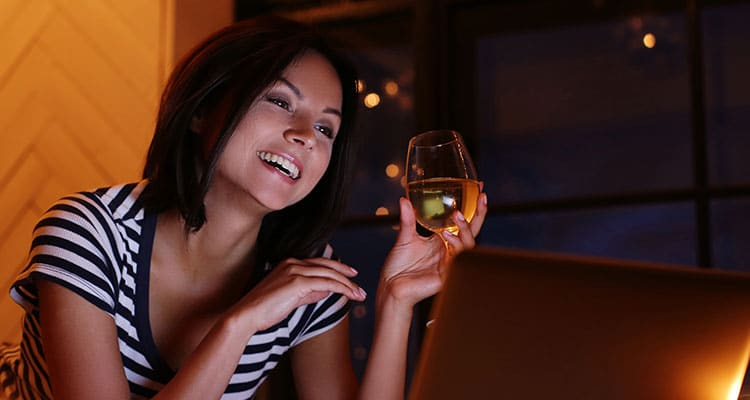 woman-portrait-with-glass-wine-looking-pc-screen