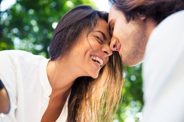 What are the pros and cons of a casual relationship?