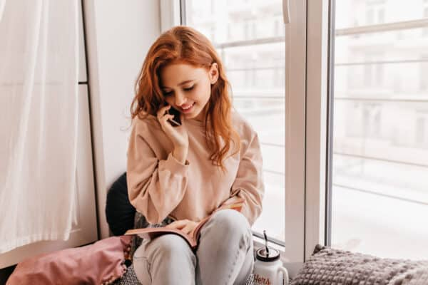 talk romantically with your girlfriend on the phone